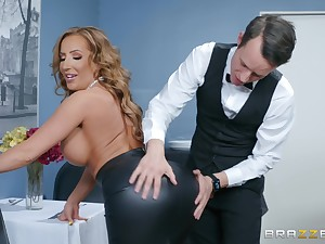 Office facial for slutty horny MILF secretary Richelle Ryan