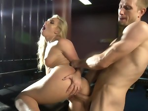 Medial guy makes blonde spill and eat her own juices