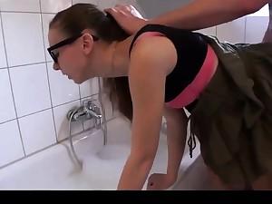 Murk mit Brille im Bad gefickt