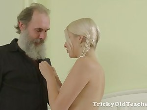 Worthless and dauntless auburn girl gets her wet pussy licked by gaffer