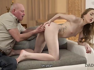 Daddy speaks Russian to young dame chick then makes