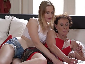 Mature whorable lesbian Leprechaun is eager to enjoy sensual pussy licking