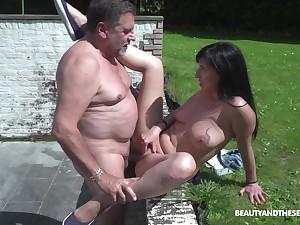 Alfresco sex is historic experience for lovely Sher Vine