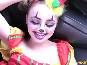 Taxi driver banged sexy clown Lady Tripper on the backseat