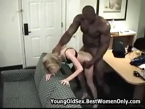 Horny Floozy woman fucked apart from a nasty man in her mouth