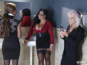 Office sexual connection on the table with chubby Kiara Mia in stockings