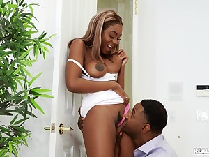 Ebony with beamy naturals, exposed home sex